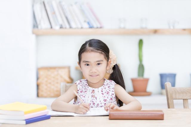 勉強をする女の子,自由研究,簡単,