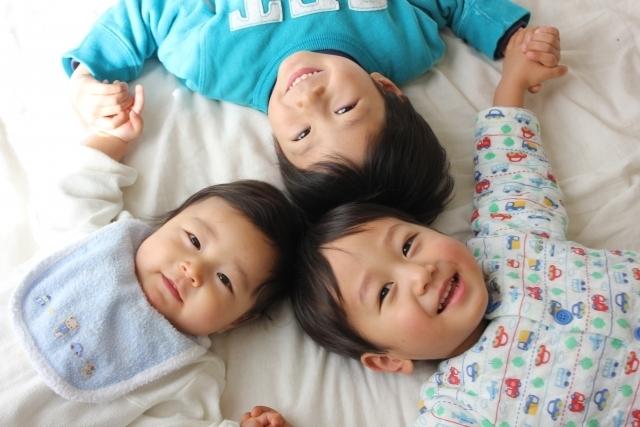 3人のこども,アンパンマン,おもちゃ,