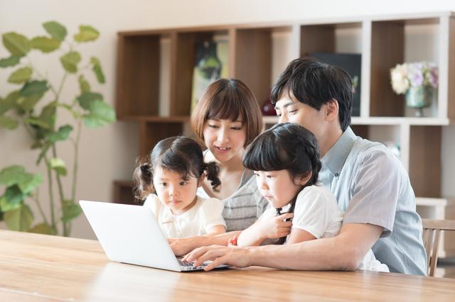 パソコンを見る親子,漢字,ポスター,