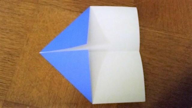 折り紙を中心に合わせて三角に折る,折り紙,工作,