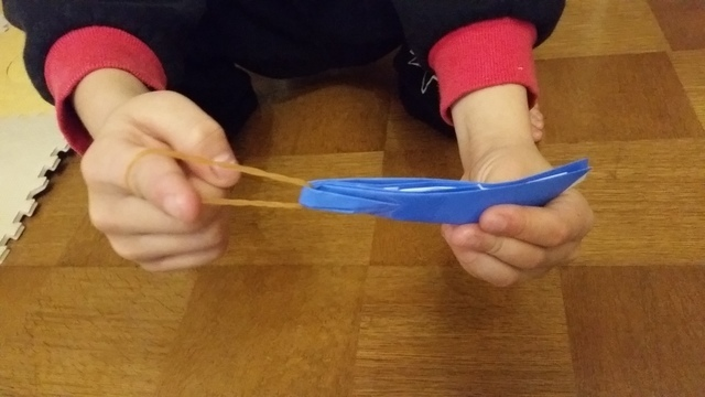 折り紙のゴム飛行機(オリジナル),折り紙,工作,