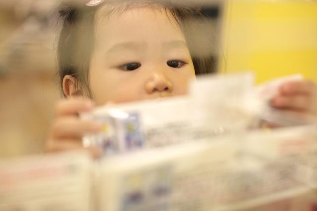 商品を選ぶ子ども,神戸,アンパンマンこどもミュージアム,