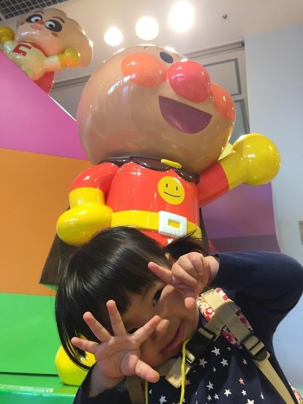 アンパンマンフィギアと子ども,神戸,アンパンマンこどもミュージアム,