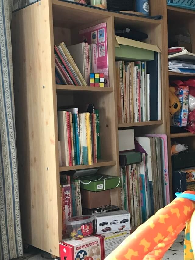 DIYで作った収納用木棚,絵本,収納,