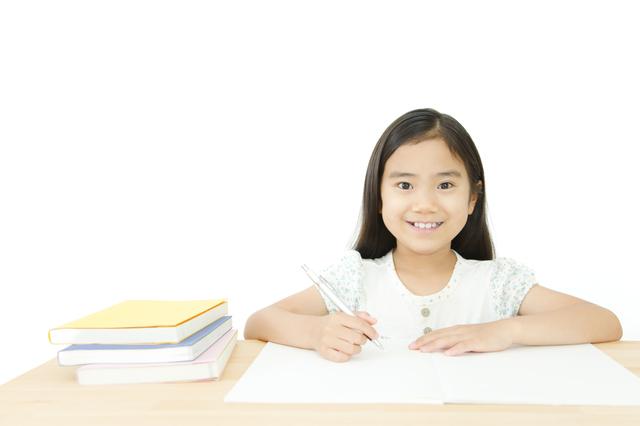 勉強する女の子,小学生,問題集,