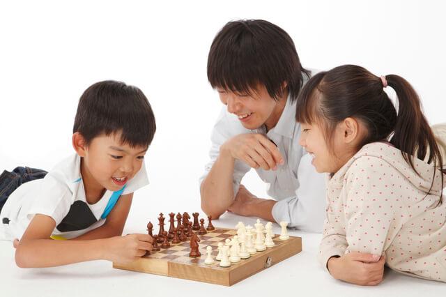 ゲームを楽しむ家族,ボードゲーム,おすすめ,子ども