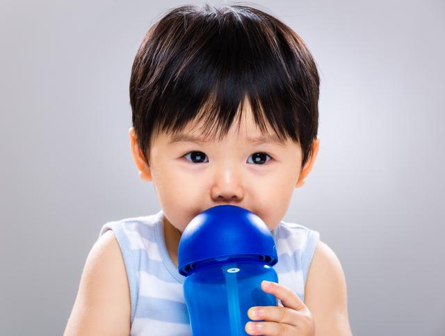 水飲む男の子,熱中症,対策,方法