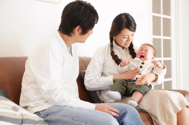赤ちゃん大泣き両親,中耳炎,赤ちゃん,