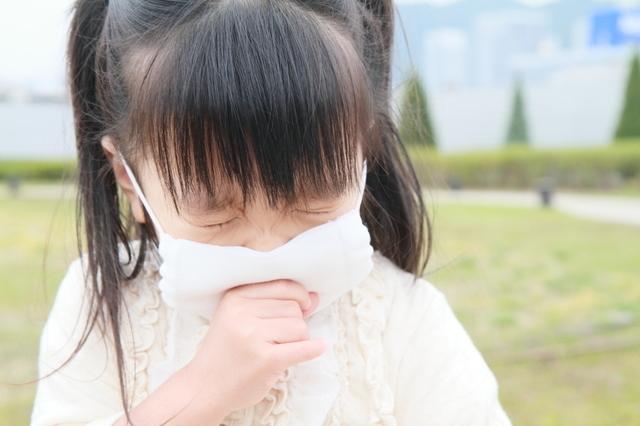 くしゃみをする子ども,子供,溶連菌,