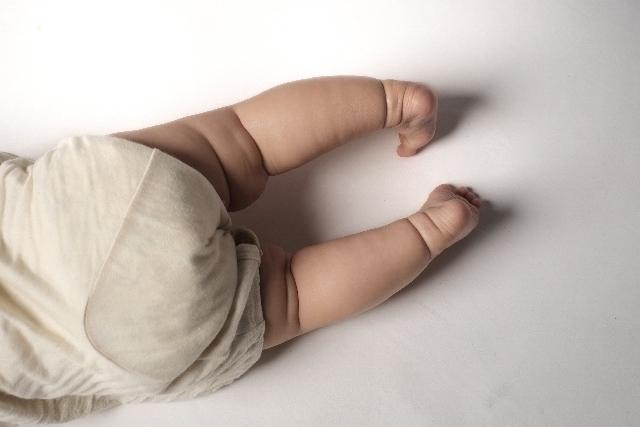 赤ちゃんの足の写真,赤ちゃん,股関節脱臼,