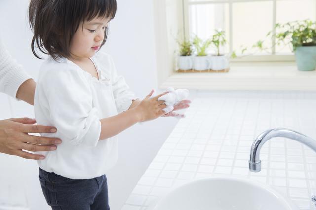手を洗う女の子,川崎病,症状,治療