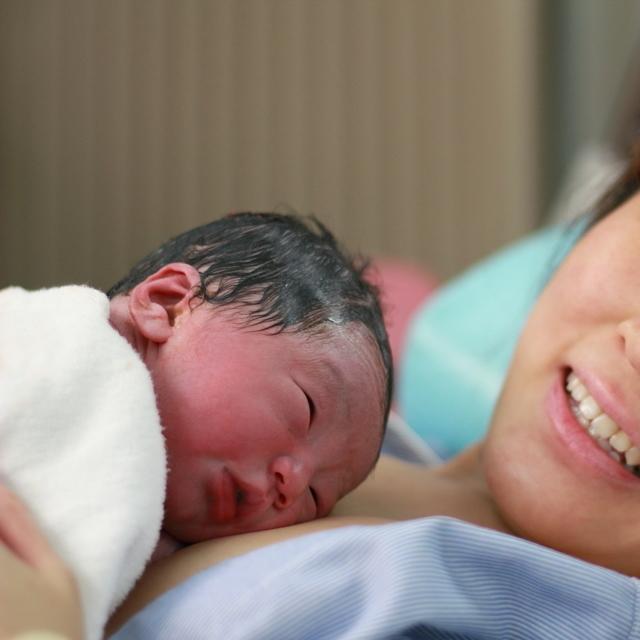 出産直後のママと赤ちゃん,陣痛促進剤,出産,効果