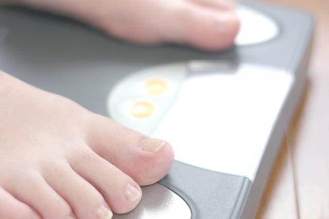体重計の写真,19週,お腹,