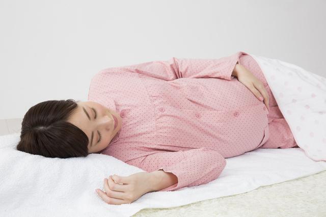 寝る妊婦,切迫早産,流産,原因