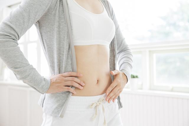 女性のお腹,妊娠初期,腹痛,チクチク