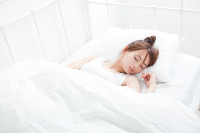 眠る女性,妊娠初期,眠気,