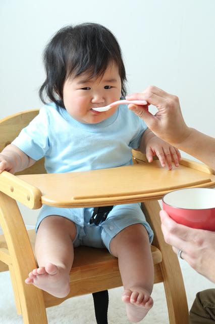 離乳食を食べる赤ちゃん,7倍粥,