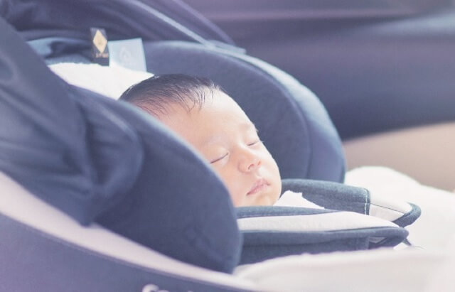 チャイルドシートで眠る赤ちゃん,コンビ,チャイルドシート,クルムーヴ スマート