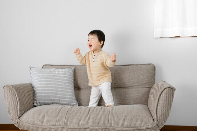 部屋で踊る赤ちゃん,リトミック,教材,