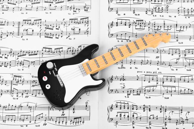 おもちゃのギターの楽譜,ギター,おもちゃ,