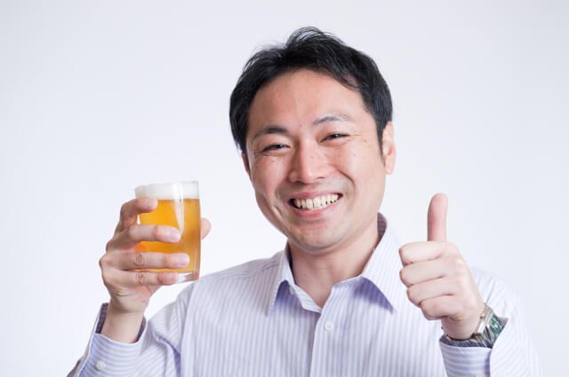 酒を飲む男性,ママ,川柳,