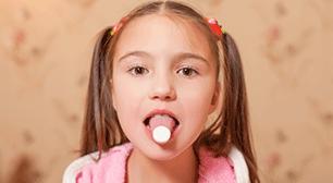 ベロを出す女の子,胃腸炎,薬,対策