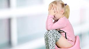 頭を抱える子ども,おむつ,対策,尿漏れ