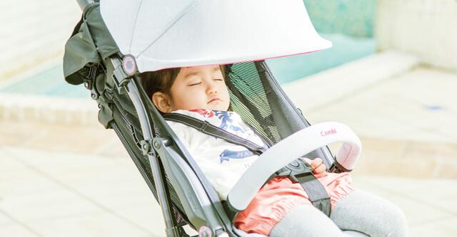 快適に眠る幼児,コンビ,F2,