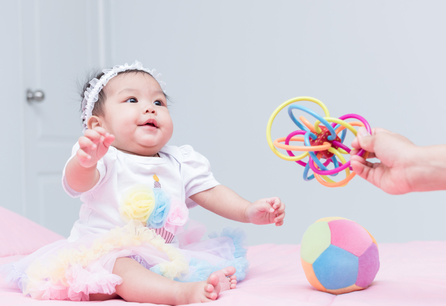 おもちゃと赤ちゃん,はじめて,おもちゃ,