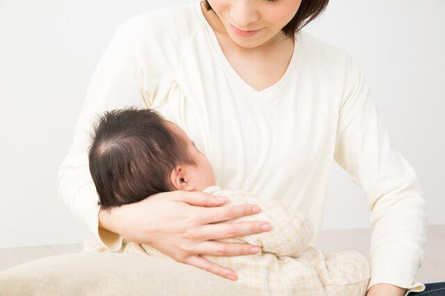 赤ちゃんを抱っこするママ,汗取り,パッド,赤ちゃん