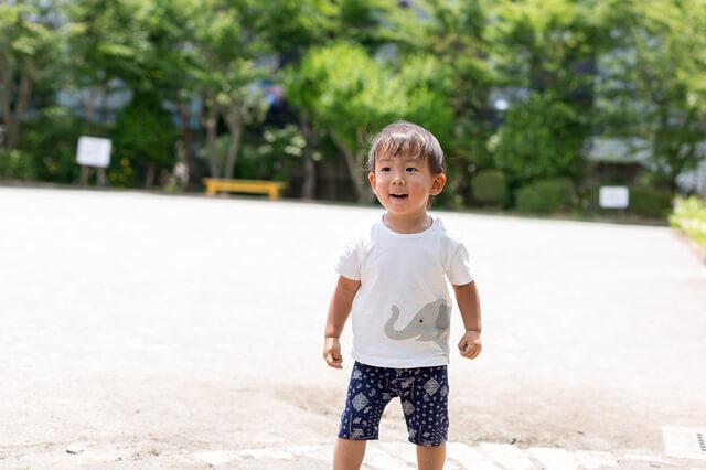 公園で遊ぶ幼児,ベビー,サンダル,おすすめ