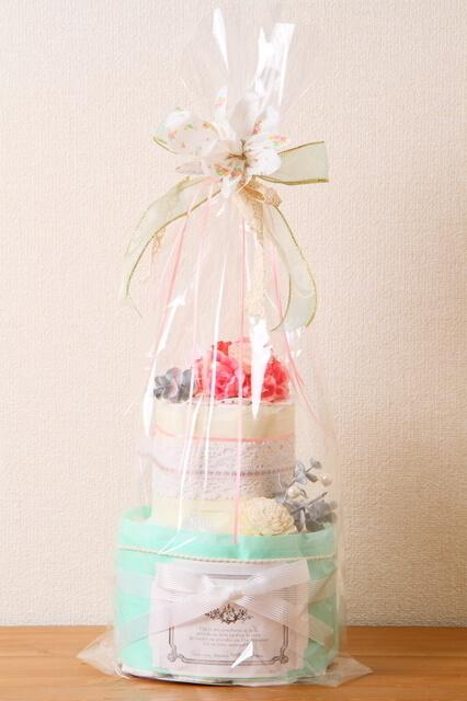 ラッピングされたおむつケーキ,100均,出産祝い,おむつケーキ