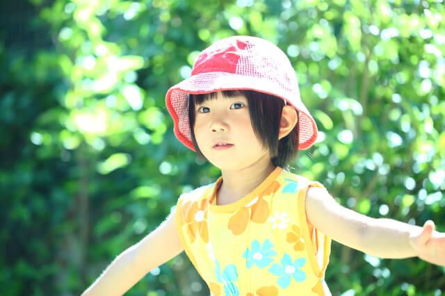 帽子をかぶる女の子,UVカット,帽子,
