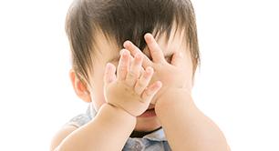 顔を隠す子ども,乾燥,改善,