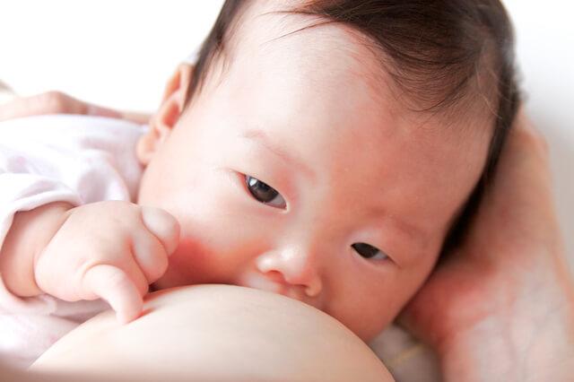 授乳風景,母乳,粉ミルク,
