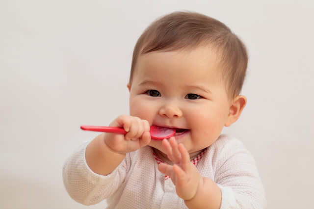 離乳食を食べる赤ちゃん,ベビーチェアベルト,手作り,簡単