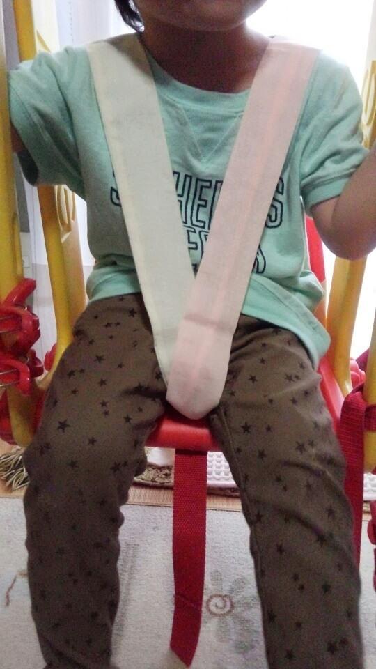 手作りチェアベルトを使った子ども,ベビーチェアベルト,手作り,簡単