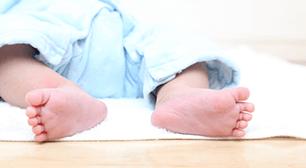 赤ちゃんの足の先,手足口病,保育園,友達