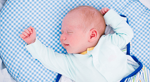 ママからの相談:「よく寝て授乳回数が少ないからか、体重が思うように増えません」,