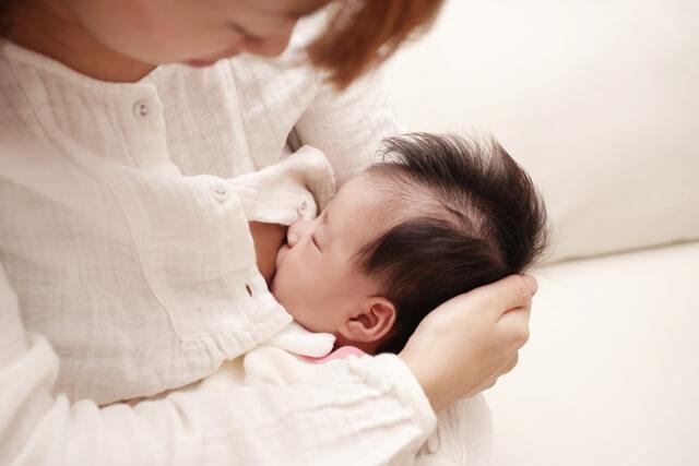 授乳するママ,バストケア,