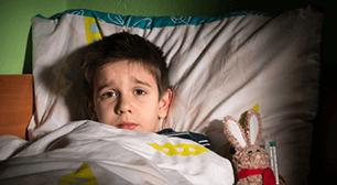 緊張するとおねしょしてしまう5歳、お泊まり保育が心配 普段はおねしょしないものの、普段と違うことがあると緊張しておねしょしてしまうという5歳児についての相談です。これからお泊まり保育などがあるため心配しているようですが、専門家はな,