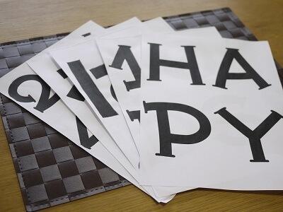 紙に印刷されたアルファベット,ガーランド,作り方,
