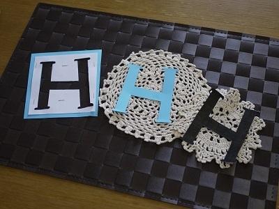 切り取られたアルファベットの文字,ガーランド,作り方,