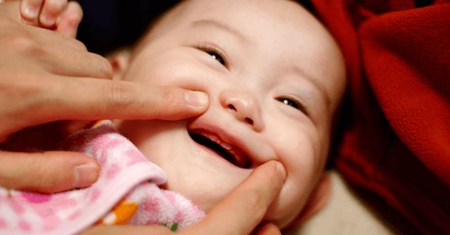 お口の周りを触る,0歳,予防歯科,ハミガキ