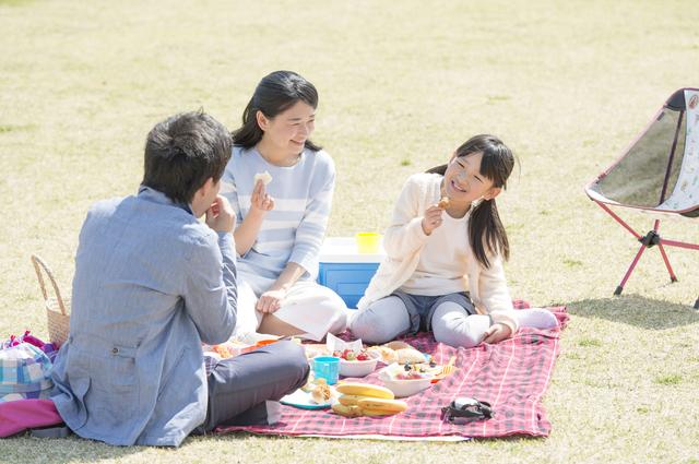 ピクニックする家族,国営昭和記念公園,