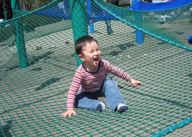 ハンモックで遊ぶ子ども,国営昭和記念公園,
