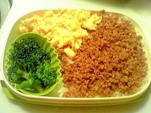 楽にお弁当作り!レンジで簡単そぼろの3色丼♪,お弁当,丼,