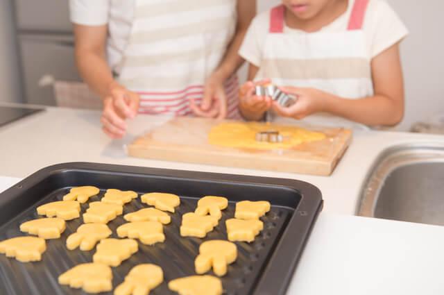 クッキーを作る親子,子供,おやつ,