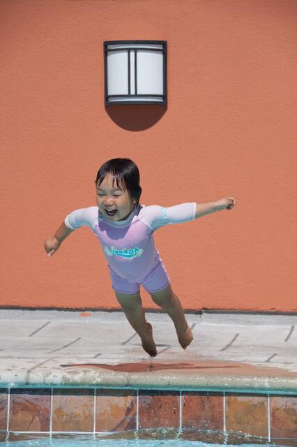 ラッシュガードを着ている女の子,海水浴,持ち物,
