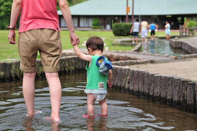 オムツをはいている赤ちゃん,海水浴,持ち物,